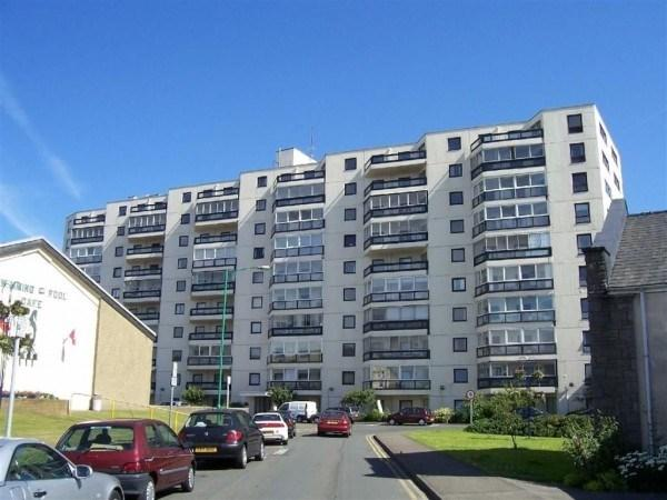 2 Bedrooms Apartment Flat for sale in Kings Court, Ramsey, IM8 1LW
