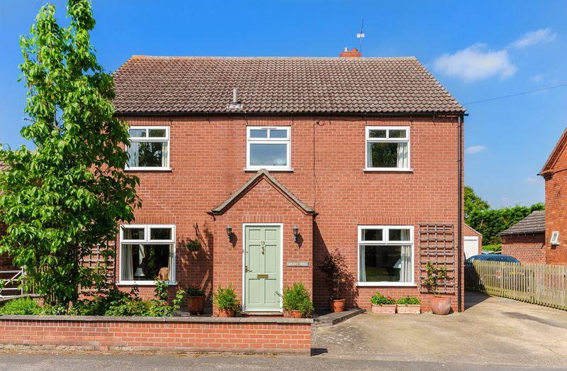 4 Bedrooms Detached House for sale in Cherry Trees, 19 Church Street, Carlton le Moorland