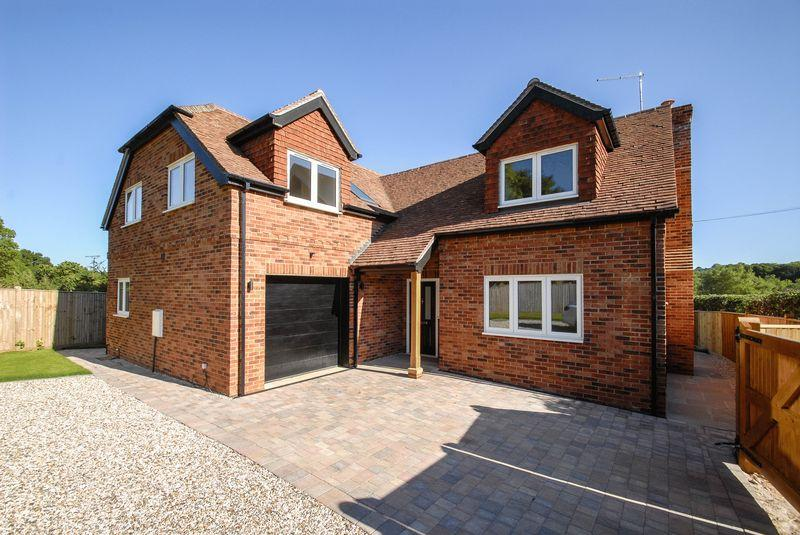 4 Bedrooms Detached House for sale in Brighton Road, Hassocks