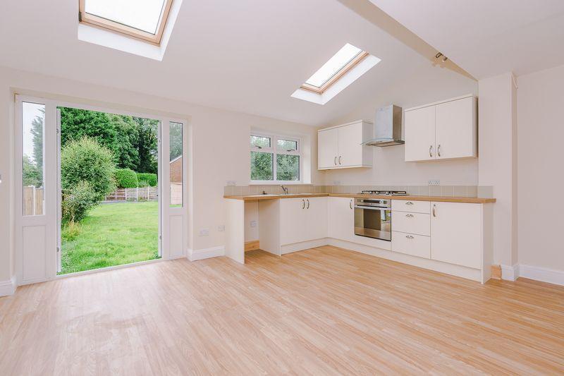 3 Bedrooms Semi Detached House for sale in Lindi Avenue, Warrington