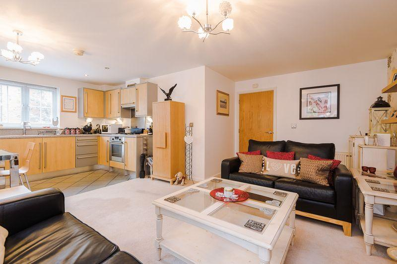 2 Bedrooms Apartment Flat for sale in Chaise Meadow, Lymm