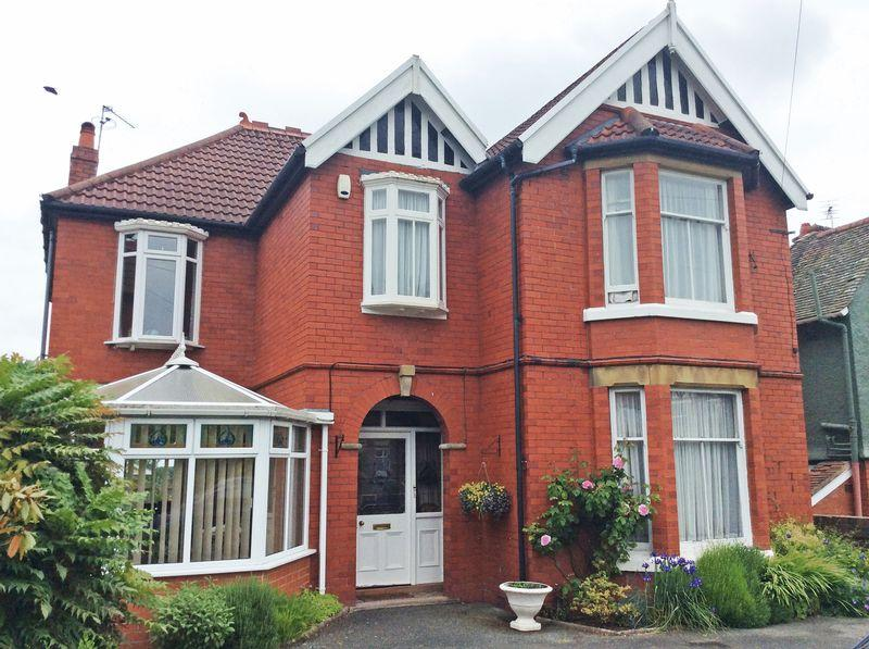 5 Bedrooms Detached House for sale in Hampton Road, Oswestry