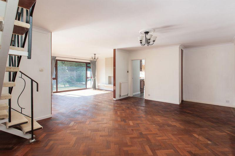 4 Bedrooms Detached House for sale in Hurstwood Drive, Bickley, Bromley
