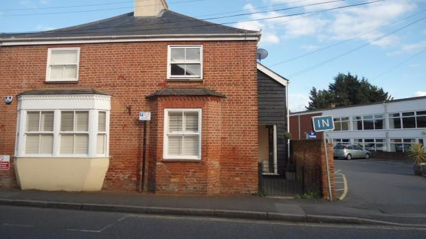 2 Bedrooms Semi Detached House for rent in Rose Cottage High Street, Ingatestone, CM4