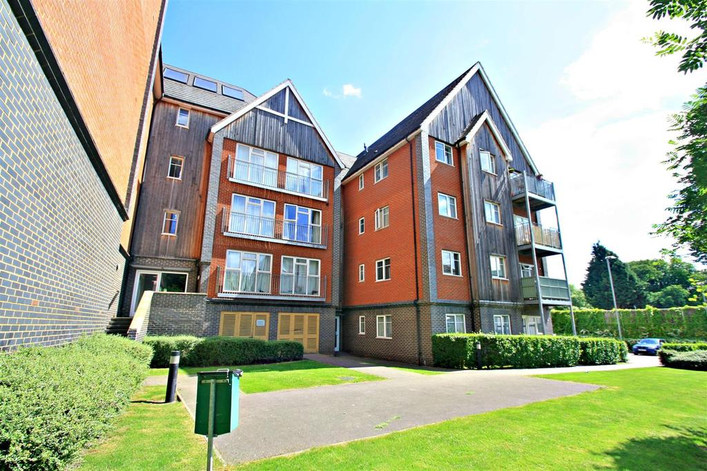 3 Bedrooms Apartment Flat for sale in Millward Drive, Bletchley