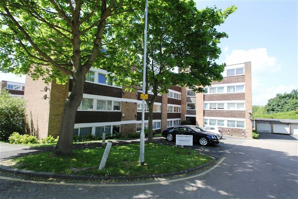 2 Bedrooms Flat for sale in Radford Court, Billericay, Essex, CM12 0AB