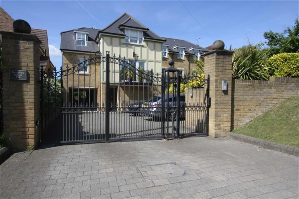 2 Bedrooms Flat for sale in Broadfield House, Noak Hill Road, Billericay, Essex, CM12 9XA
