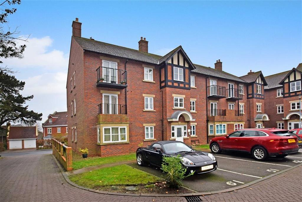 2 Bedrooms Flat for sale in Fenby Gardens, Scarborough, North Yorkshire, YO12