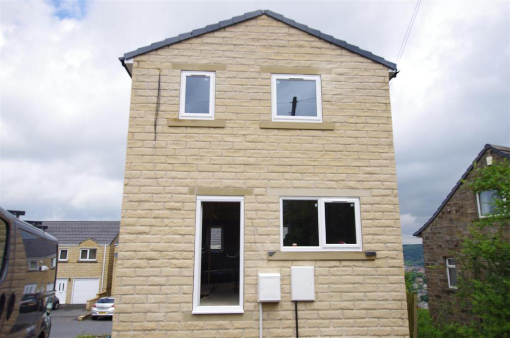 3 Bedrooms Detached House for sale in Aislaby Heights, Halifax