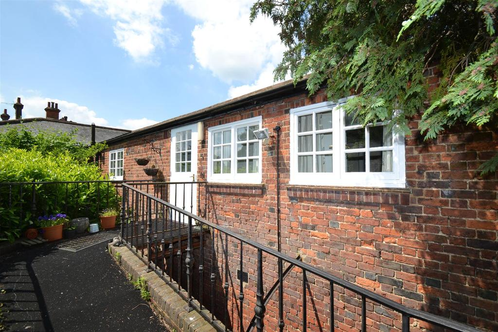 2 Bedrooms Apartment Flat for sale in Verulam Road, St Albans