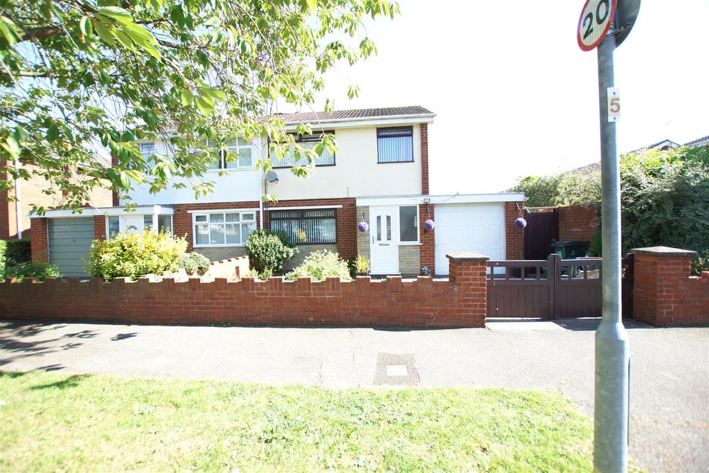 3 Bedrooms Semi Detached House for sale in Appleton Drive, Whitby, Ellesmere Port