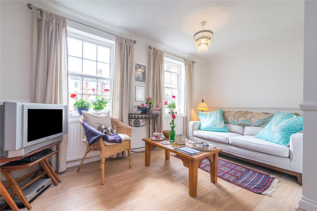 2 Bedrooms Flat for sale in Stapleton Hall Road, Finsbury Park, London