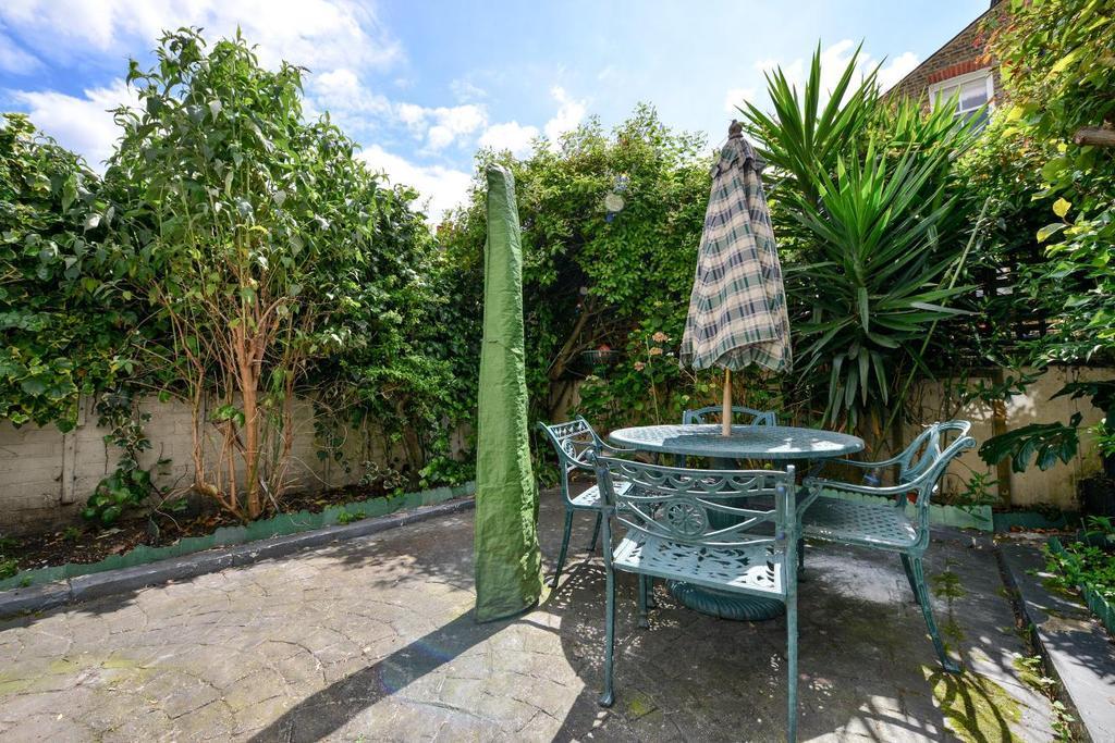 4 Bedrooms Terraced House for sale in Kelmscott Road, Battersea