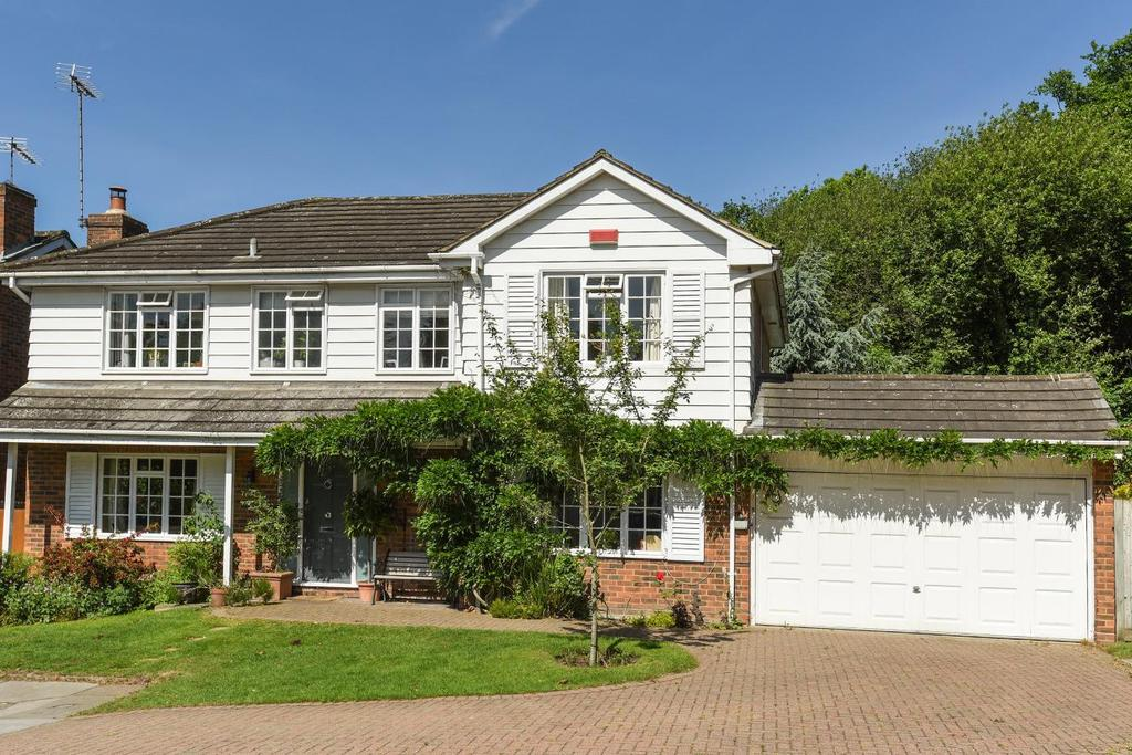 5 Bedrooms Detached House for sale in Robin Hill Drive, Chislehurst, BR7