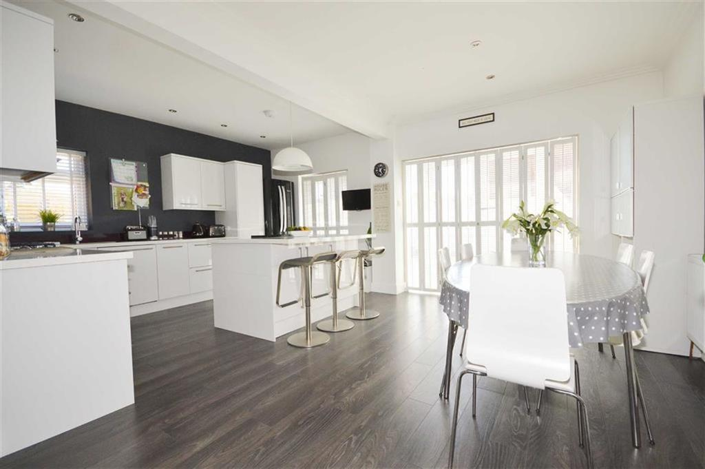 4 Bedrooms Detached House for sale in Cove Road, Bournemouth, Dorset, BH10