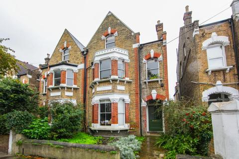 2 bedroom flat - Deronda Road, London, SE24