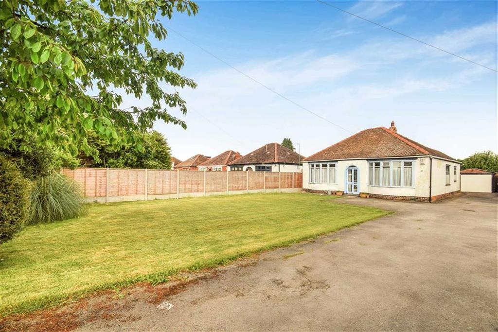 2 Bedrooms Detached Bungalow for sale in Hull Road, Coniston, HU11