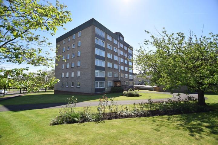 1 Bedroom Flat for sale in Flat 6D Lennox Court, 22 Stockiemuir Avenue, Bearsden, G61 3JN
