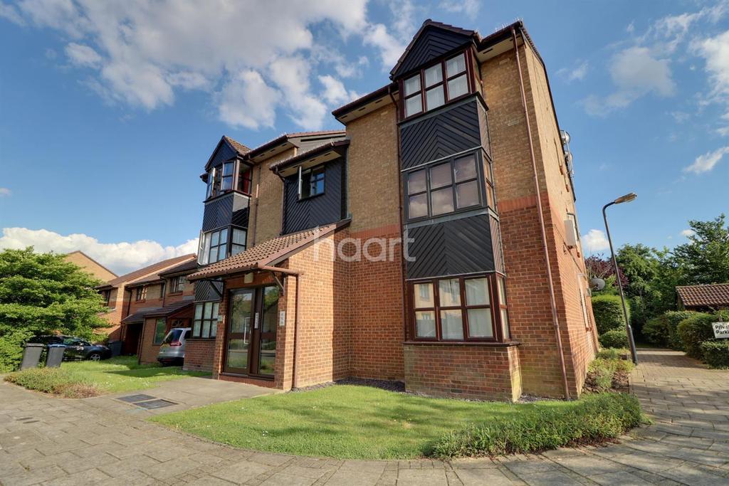 Studio Flat for sale in Ash Walk, North Wembley