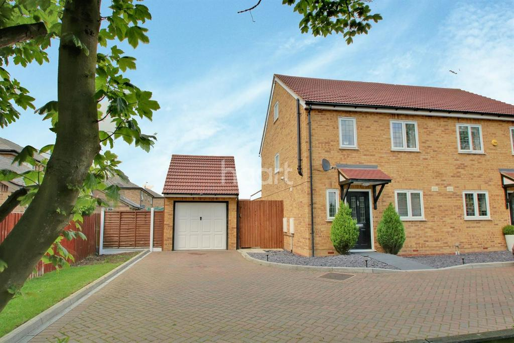 4 Bedrooms Semi Detached House for sale in Park Terrace, Basildon