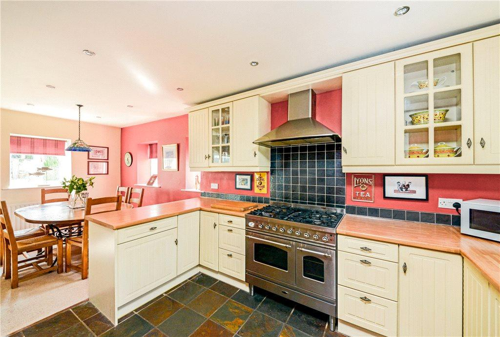 3 Bedrooms Detached House for sale in Hall Park Road, Walton, Wetherby, West Yorkshire