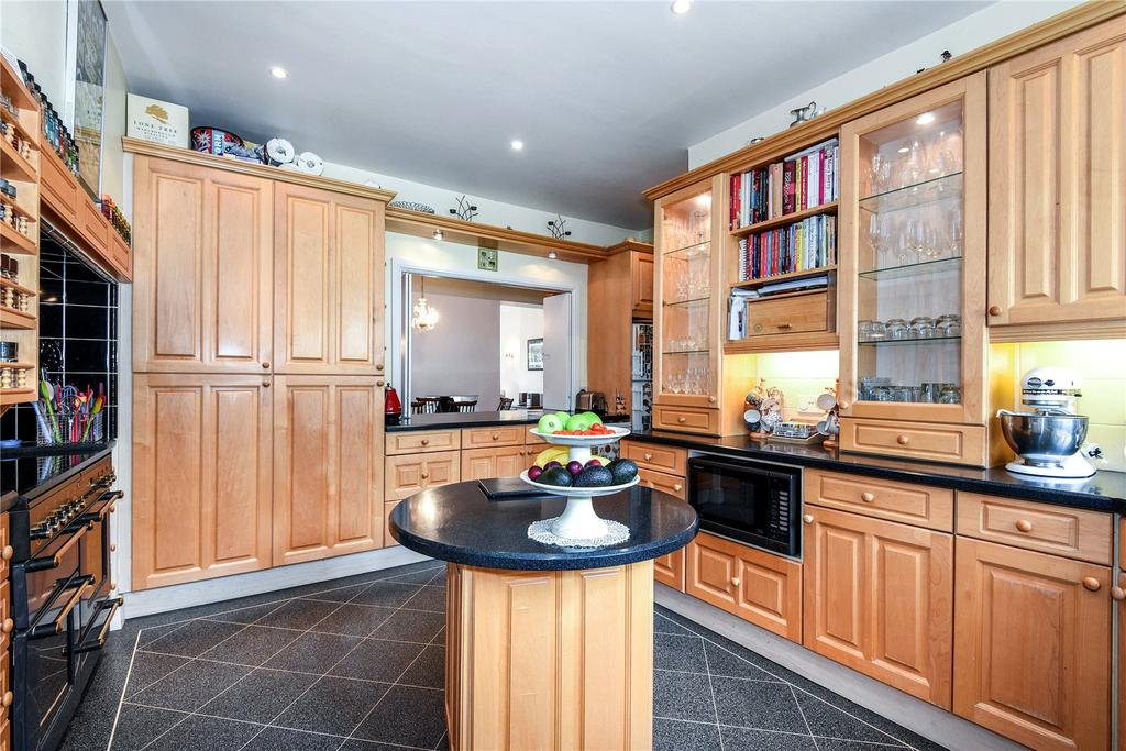 3 Bedrooms Semi Detached House for sale in Heath Farm Court, Grove Mill Lane, Watford, Hertfordshire, WD17