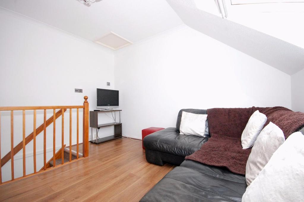 1 Bedroom End Of Terrace House for sale in Montfitchet Walk, Stevenage