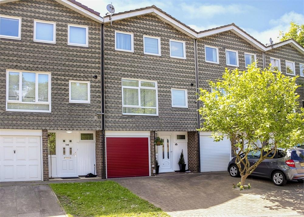 3 Bedrooms Terraced House for sale in Firlands, Bracknell, Berkshire