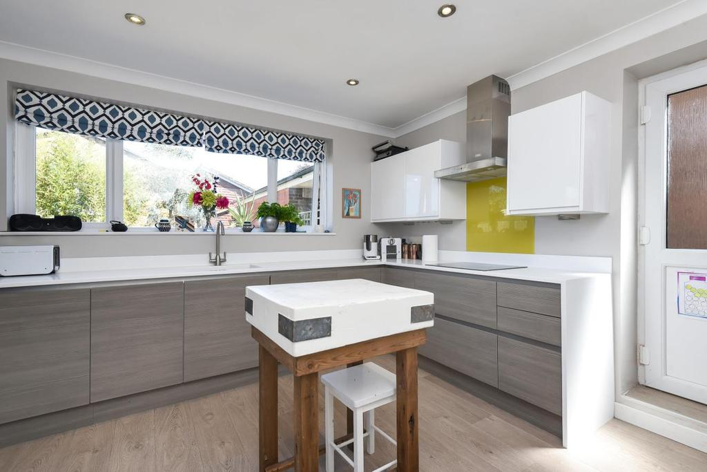 4 Bedrooms Detached House for sale in Cumberland Road, Bromley, BR2