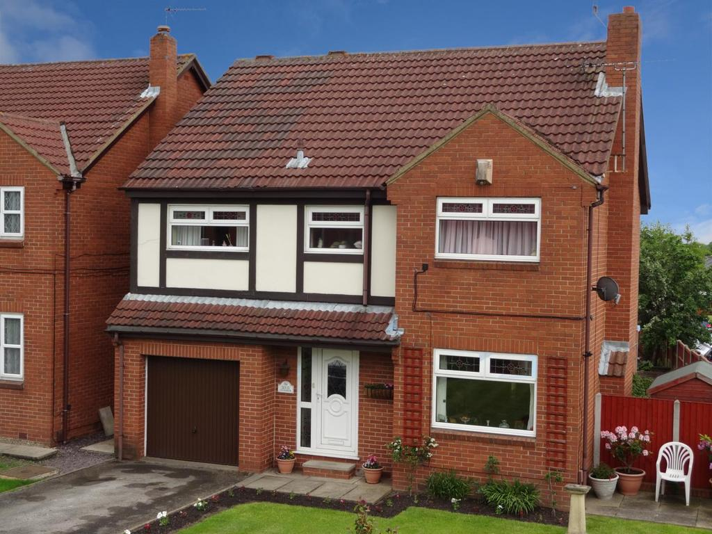 5 Bedrooms Detached House for sale in Cote Lane, Farsley