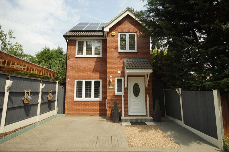 3 Bedrooms Detached House for sale in Brookfields, Leigh-On-Sea