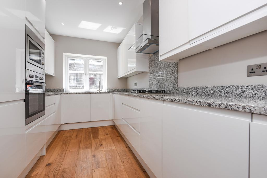 4 Bedrooms Semi Detached House for sale in Granite Street London SE18