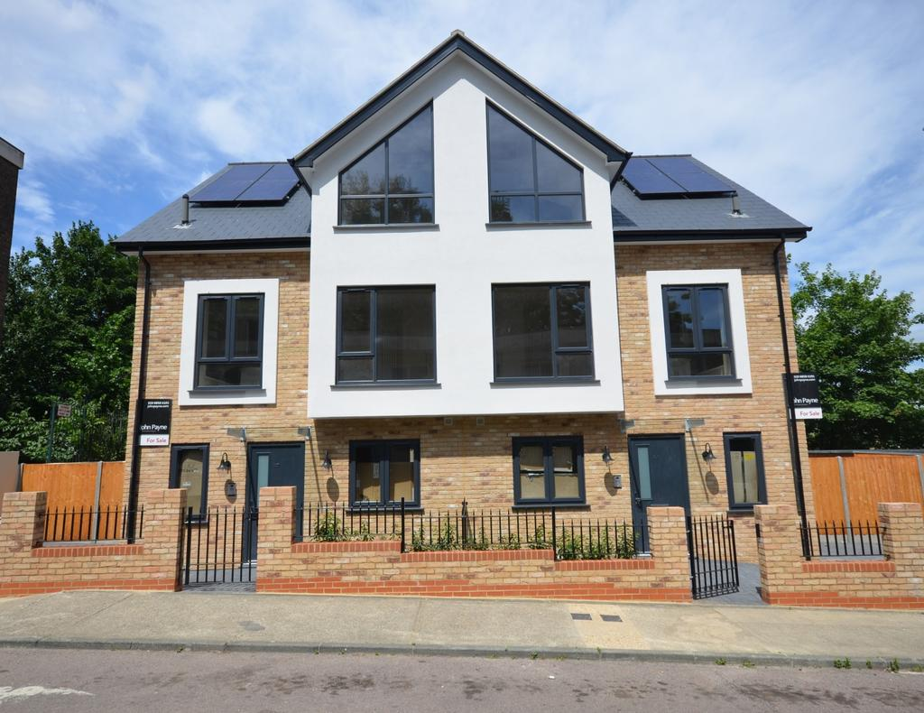 4 Bedrooms Semi Detached House for sale in Granite Street London SE18