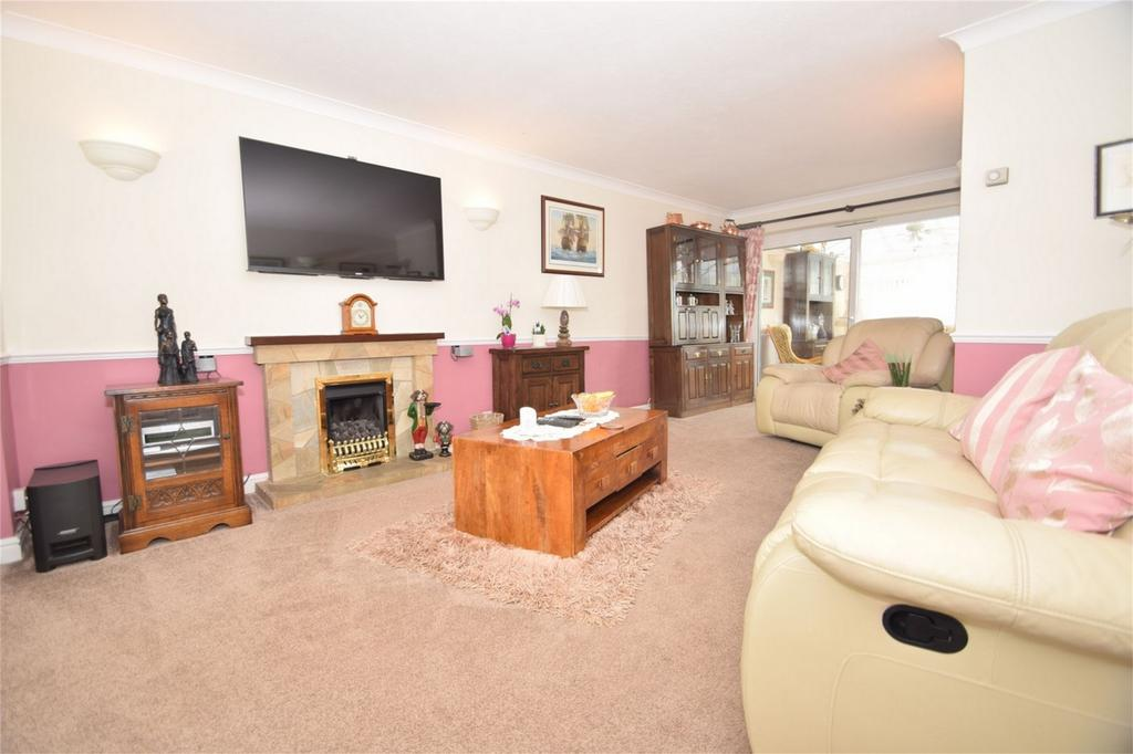 4 Bedrooms Semi Detached House for sale in Mossbank, Walderslade, Kent