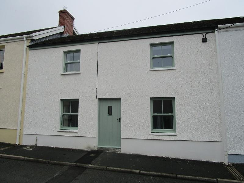 3 Bedrooms Cottage House for sale in Pelican Street, Ystradgynlais, Swansea.