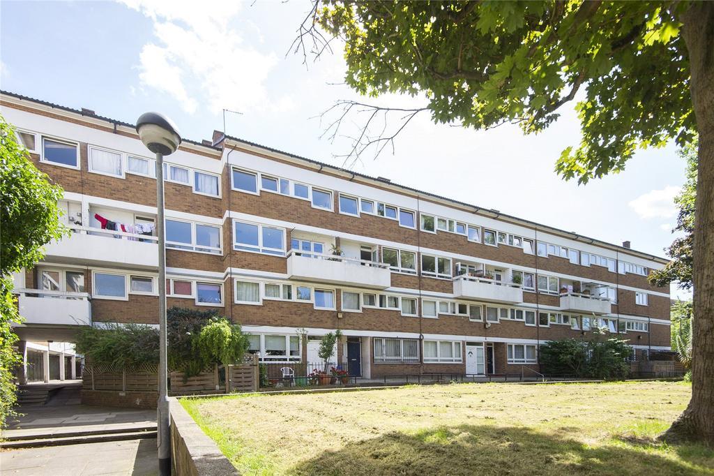 3 Bedrooms Flat for sale in Debenham Court, Pownall Road, London, E8