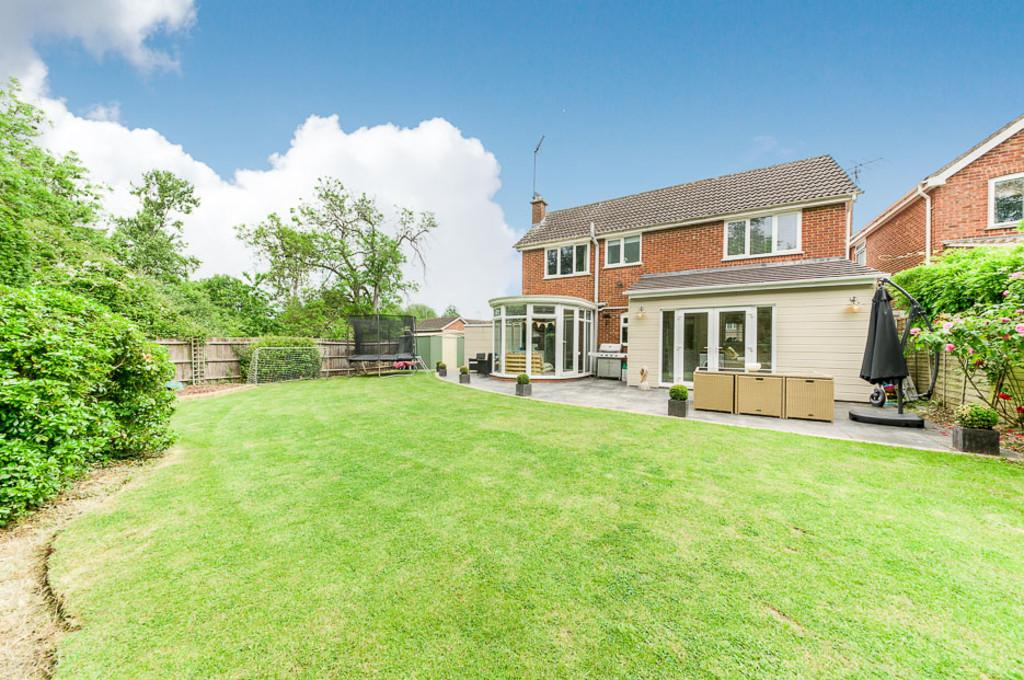4 Bedrooms Detached House for sale in Hare Close, Buckingham