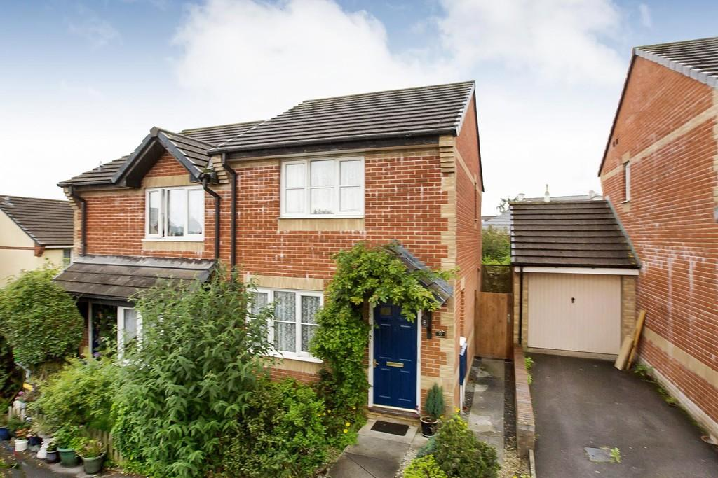 2 Bedrooms Semi Detached House for sale in Badgers Way, Bovey Tracey, Newton Abbot