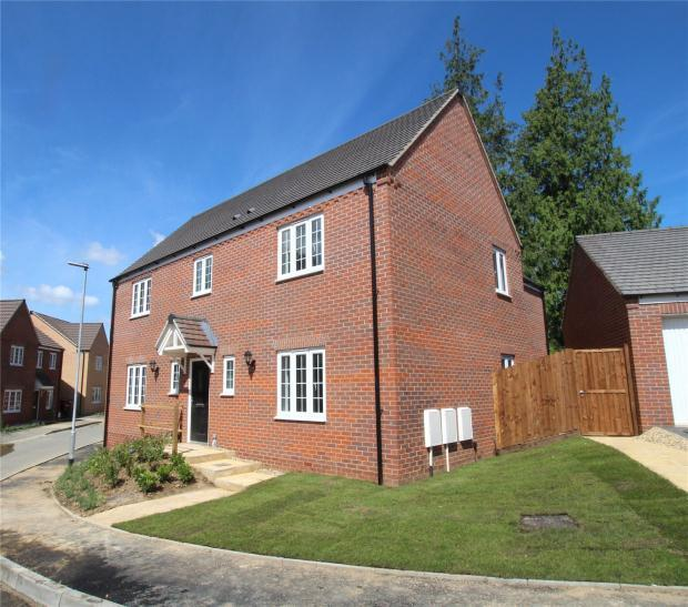 4 Bedrooms Detached House for sale in The Mallards, Stumpshaw Road, Brundall