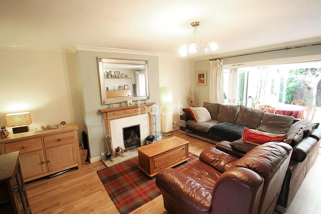 4 Bedrooms End Of Terrace House for sale in Shepperton