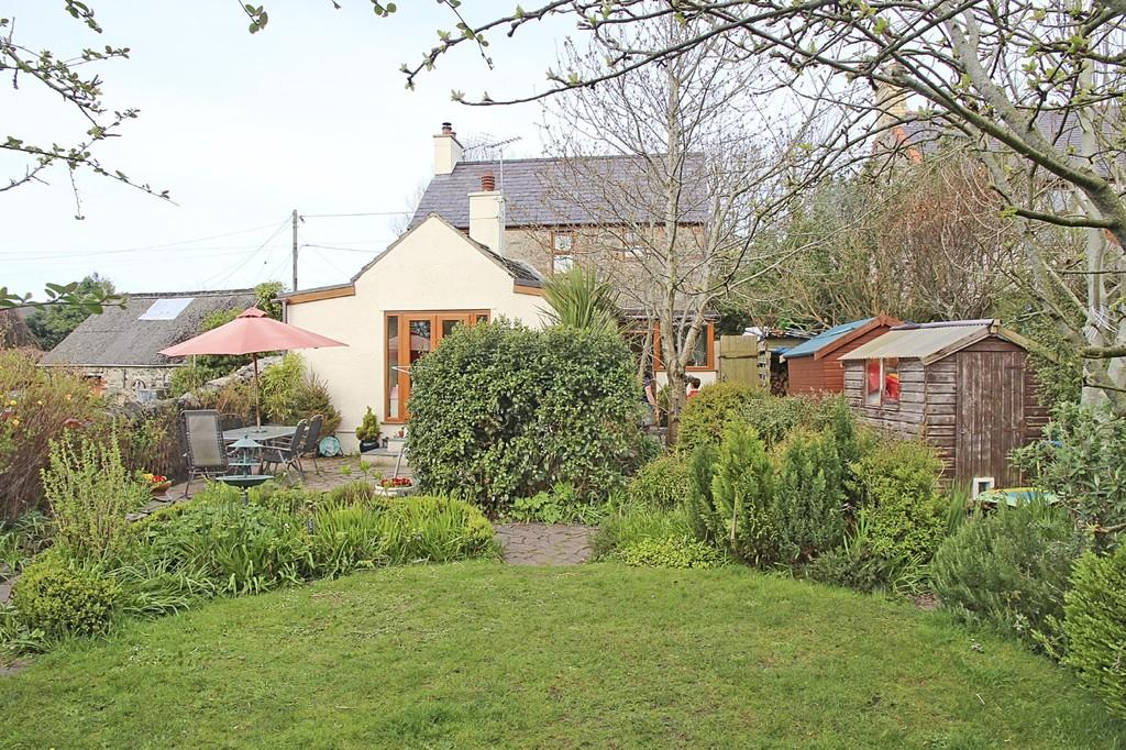 3 Bedrooms Detached House for sale in Tan Terfyn, Dwyran, North Wales