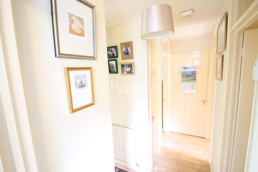 2 Bedrooms Maisonette Flat for sale in Shepperton