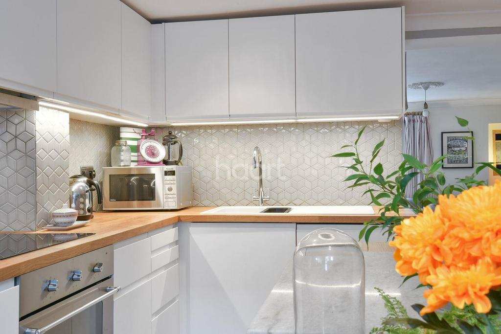 3 Bedrooms Semi Detached House for sale in Queen Mary Road, Crystal Palace, SE19