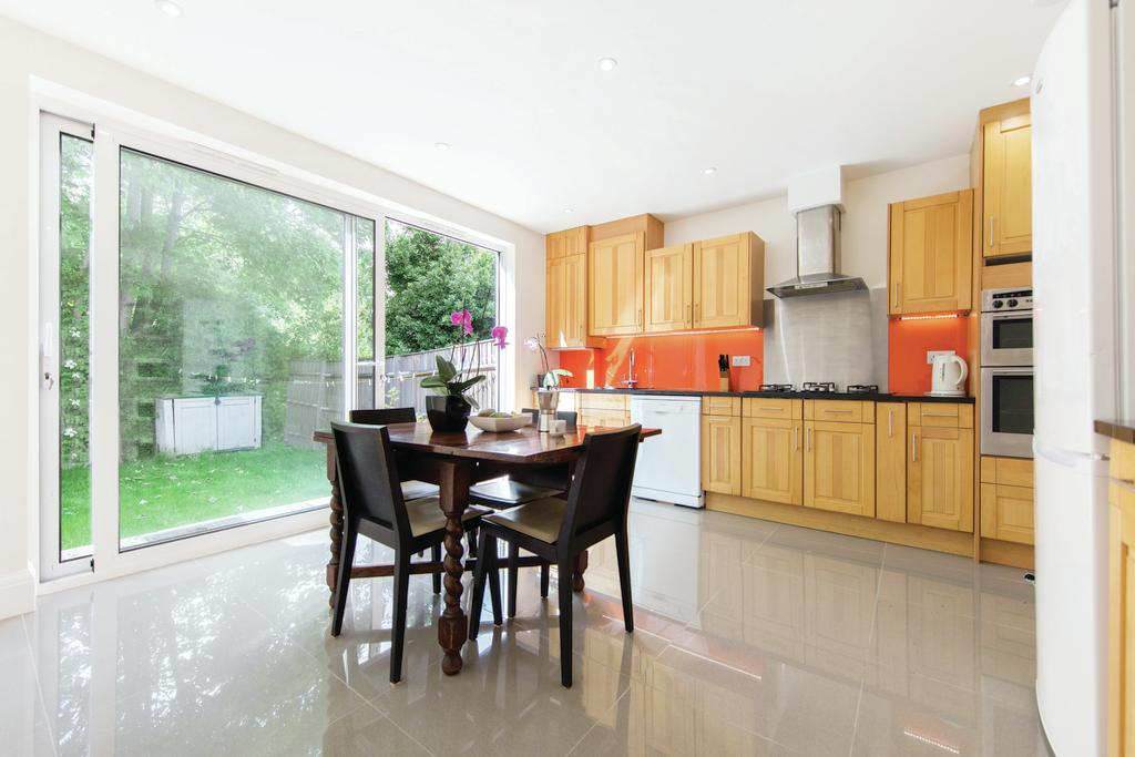 3 Bedrooms Terraced House for sale in Hambro Road, SW16