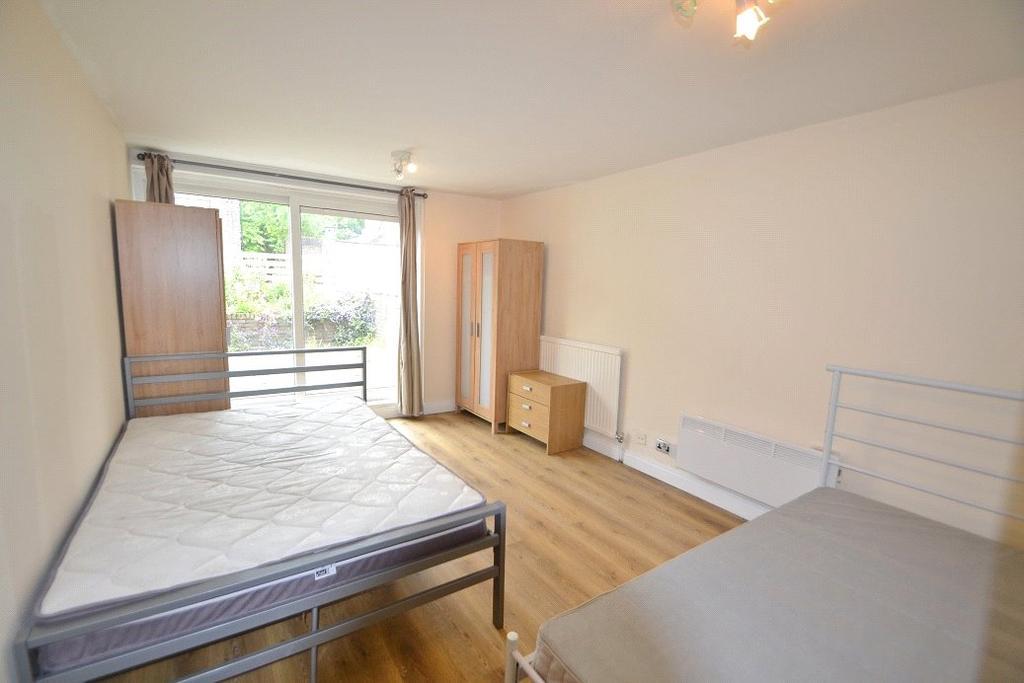 3 Bedrooms Maisonette Flat for sale in Salisbury Walk, London, N19