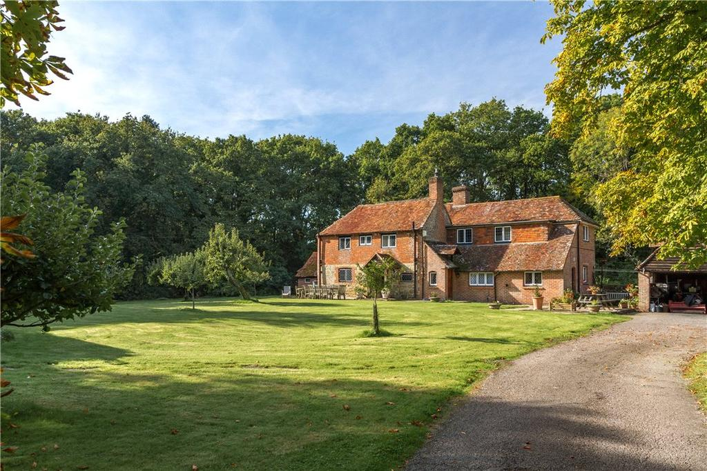 4 Bedrooms Detached House for sale in Crimbourne Lane, Wisborough Green, West Sussex, RH14