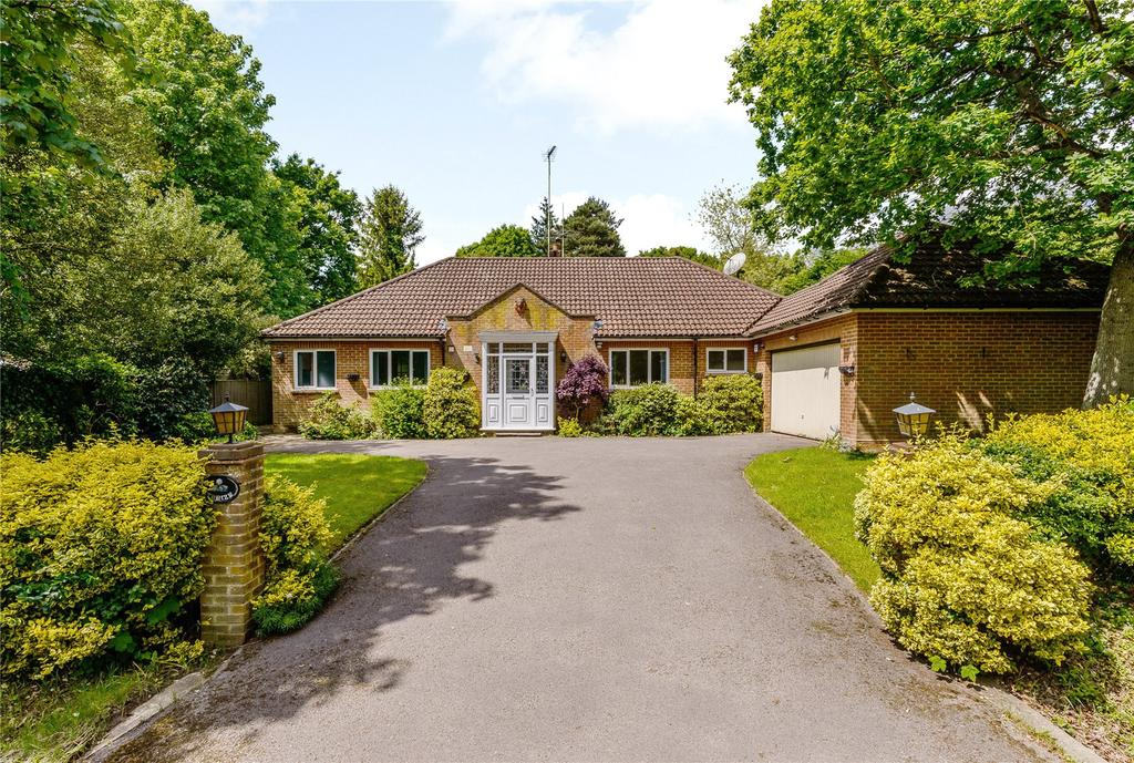 3 Bedrooms Detached Bungalow for sale in Snows Ride, Windlesham, Surrey