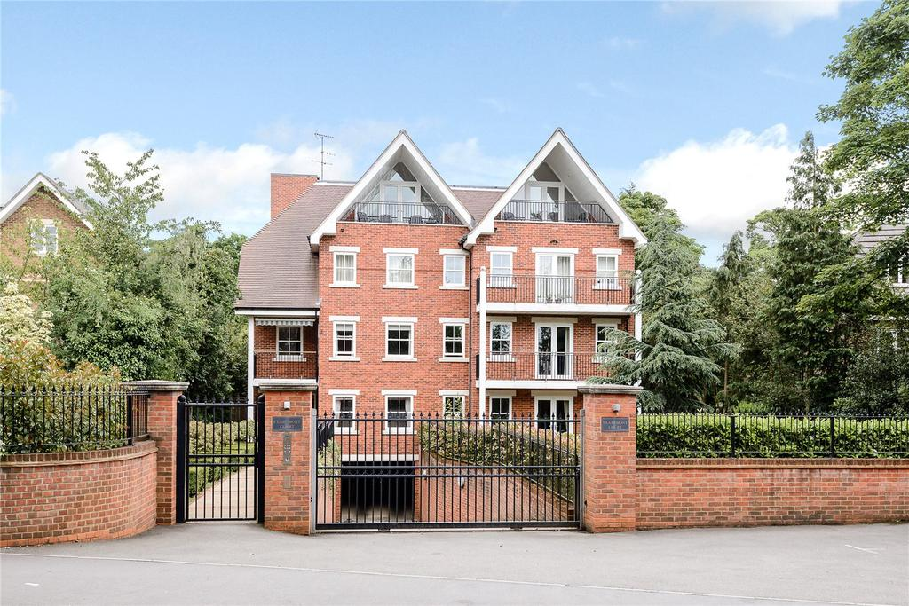 2 Bedrooms Penthouse Flat for sale in Claremont Court, 76 Packhorse Road, Gerrards Cross, Buckinghamshire
