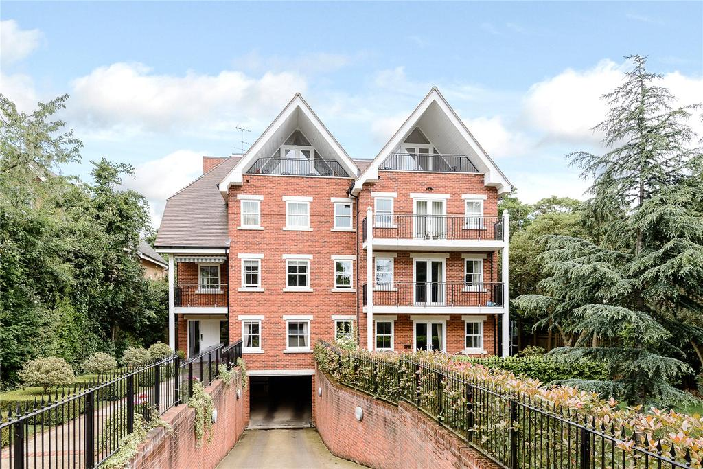 2 Bedrooms Penthouse Flat for sale in Claremont Court, 76 Packhorse Road, Gerrards Cross, Buckinghamshire