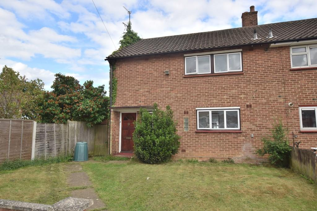 3 Bedrooms Semi Detached House for sale in Terling Close, Colchester